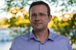 David Rival, partenaire de Manèges, co-animateur des journées ludo-pédagogiques, prise de parole en public
